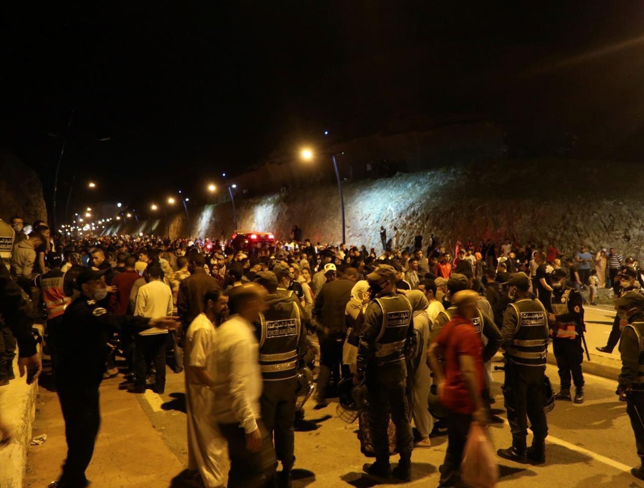 Ascienden a 5.000 el número de marroquíes que han entrado hoy en Ceuta