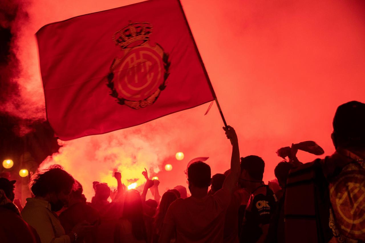 Palma se viste de rojo tras el ascenso del Mallorca