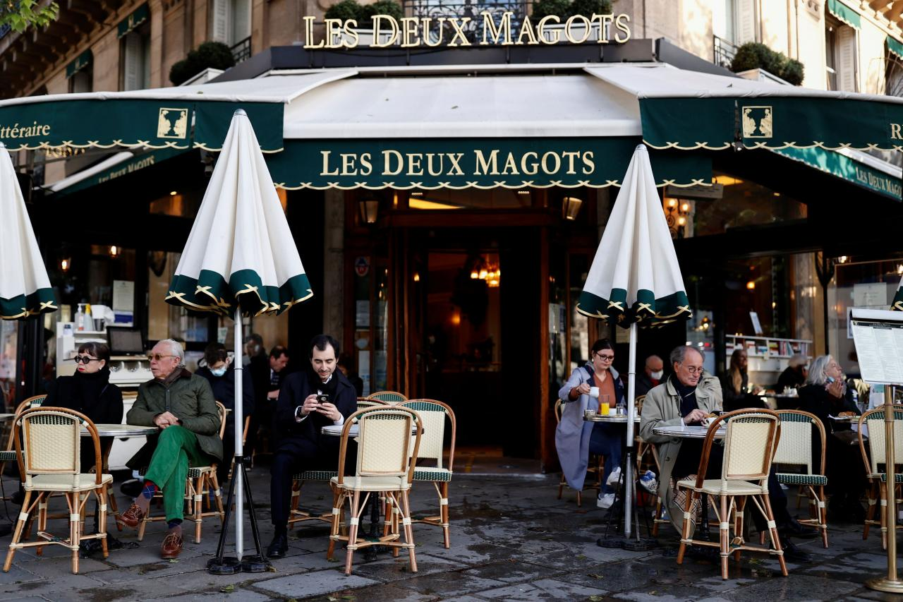 French cafes reopen their terraces to customers in Paris