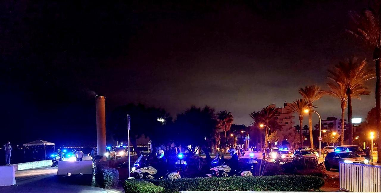 La policía dispersa de madrugada otros cinco macrobotellones en Palma