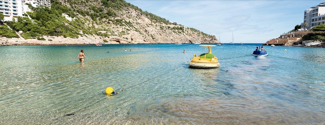 Mañana comienza el servicio de baño adaptado con cita previa en la playa de Cala Llonga