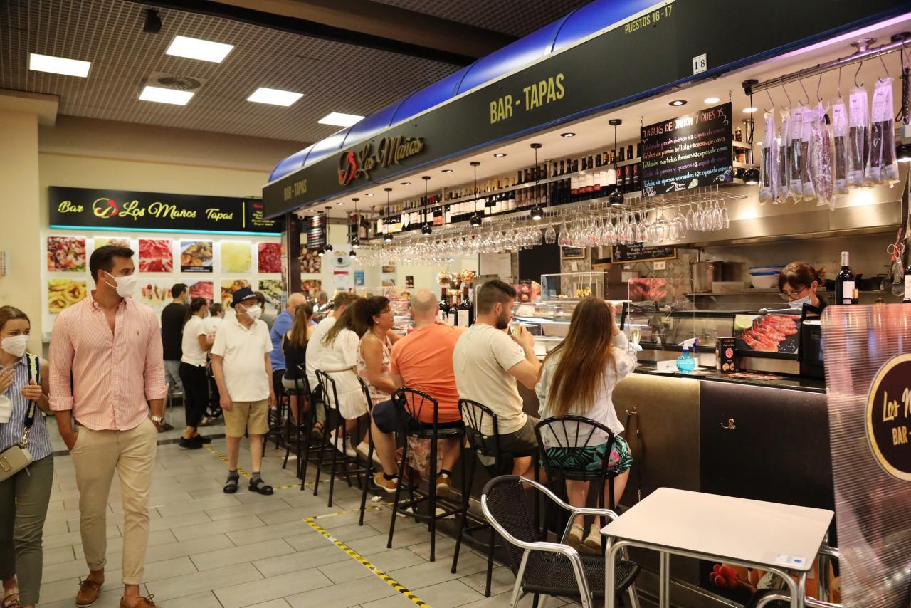 Las barras de los bares vuelven abrirse casi sietes meses después