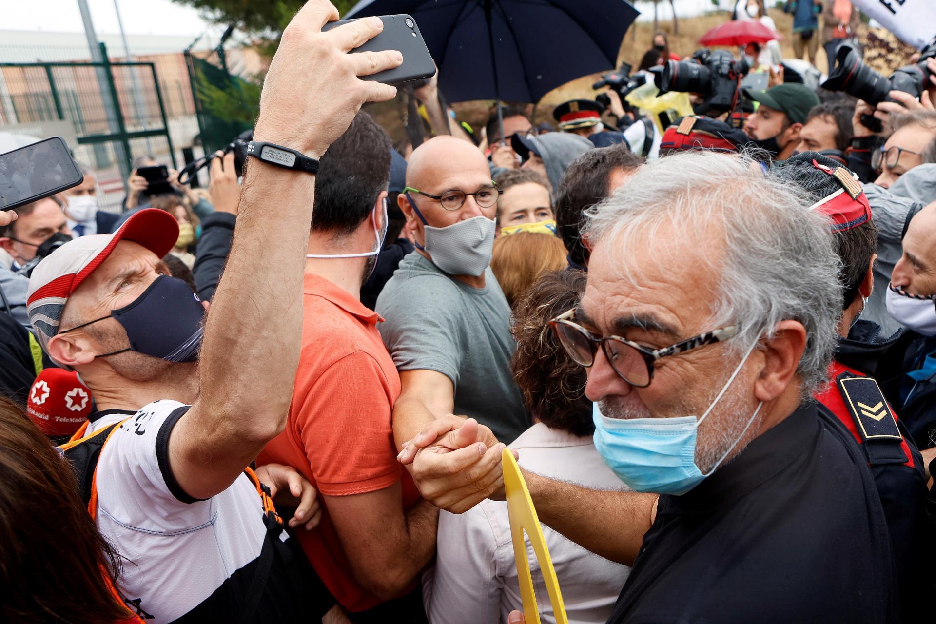 Los presos del procés abandonan la cárcel tras el indulto del Gobierno