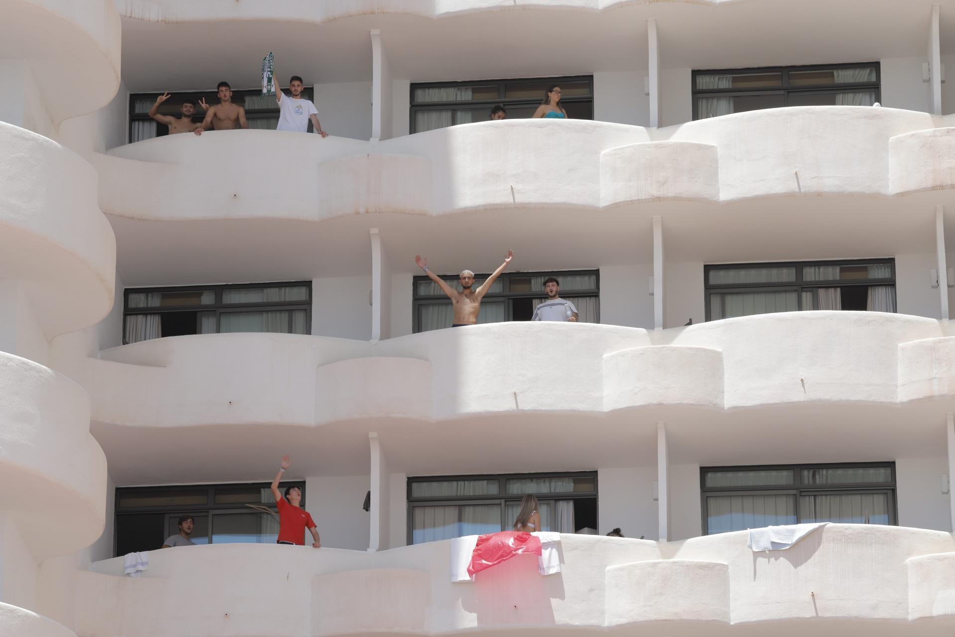 Los daños colaterales del megabrote en Mallorca