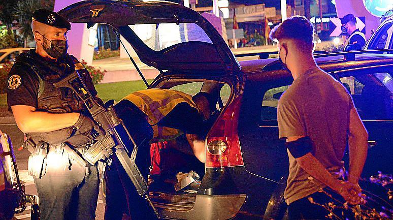 La Guardia Civil registró coches con agentes de la unidad GRS, llegada desde Madrid hace una semana, y que iban fuertemente armados.