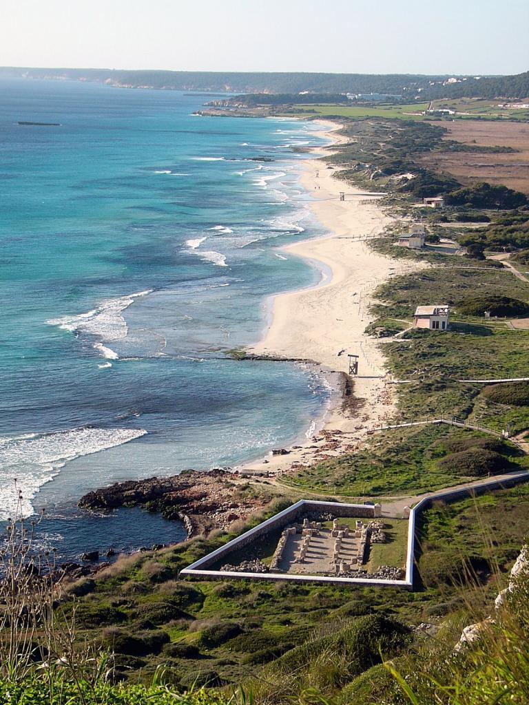 Kilómetros de arena dorada y mar