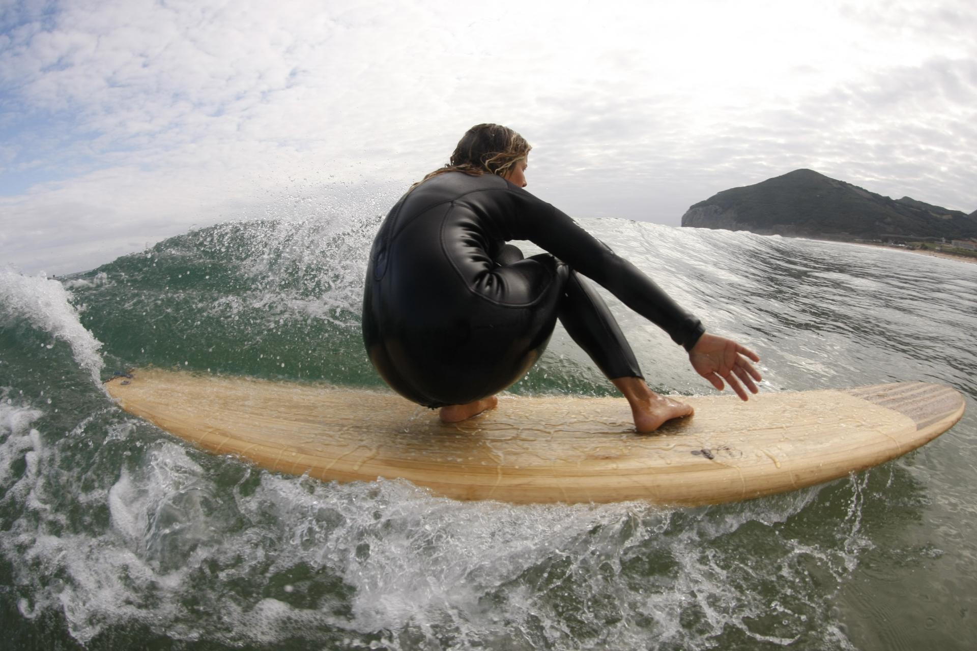 Surf en la playa Berria, Santoña.