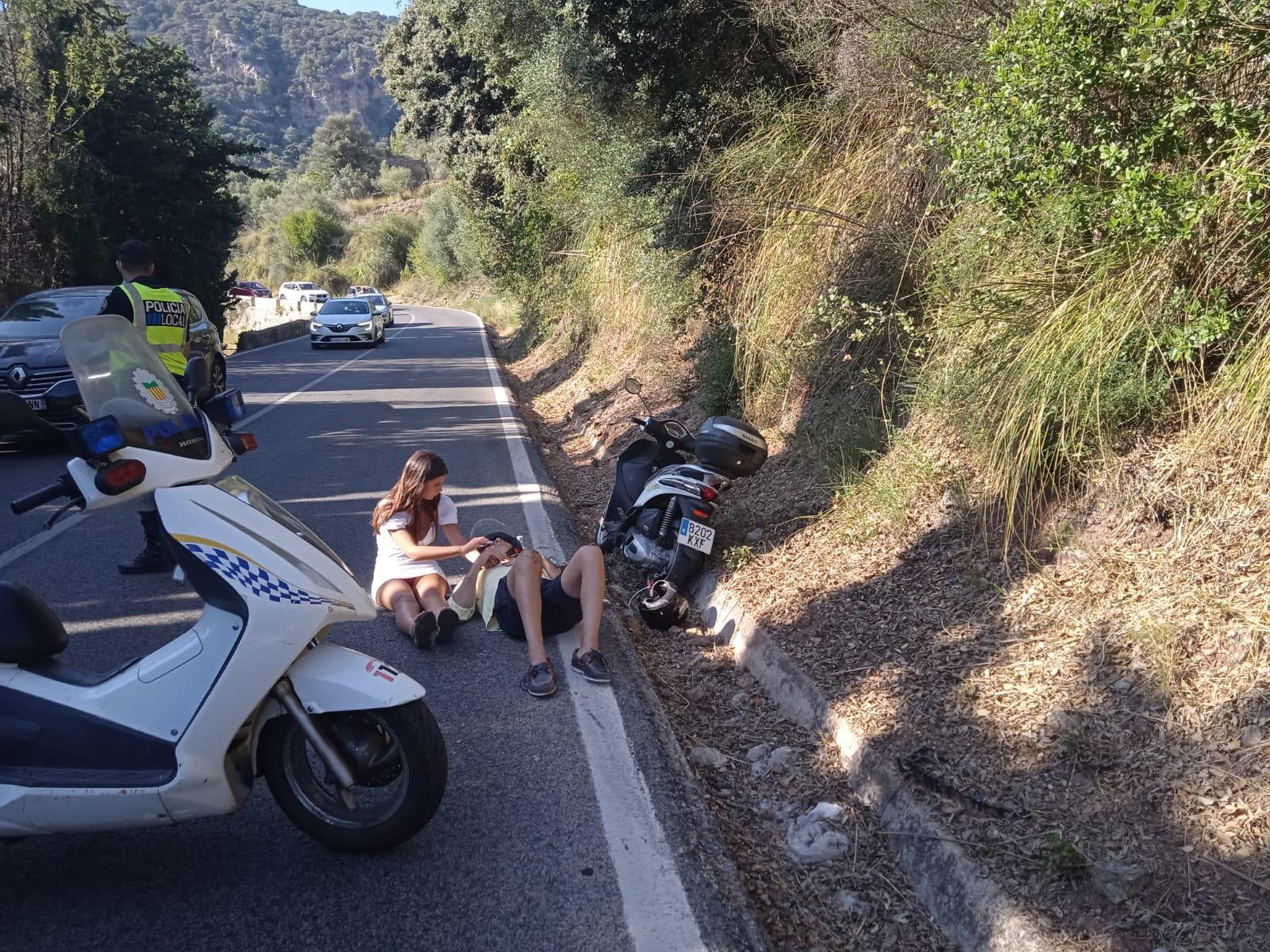 Herido un motorista tras salirse de la carretera en una curva en Valldemossa