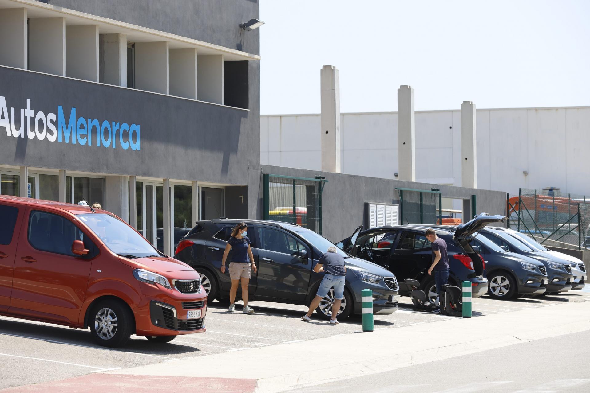 MAHON. RENT A CAR . Los ` rent a car ¿ de la Isla reciben muchas cancelaciones