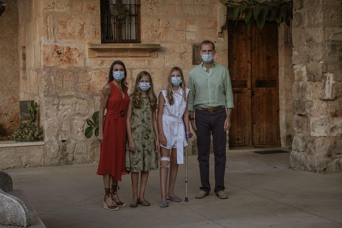 PETRA - ENTRE AMIGOS DE ESTEBAN MERCER - LOS REYES DE ESPAÑA VISITAN EL MUSEO DE JUNIPERO SERRA.