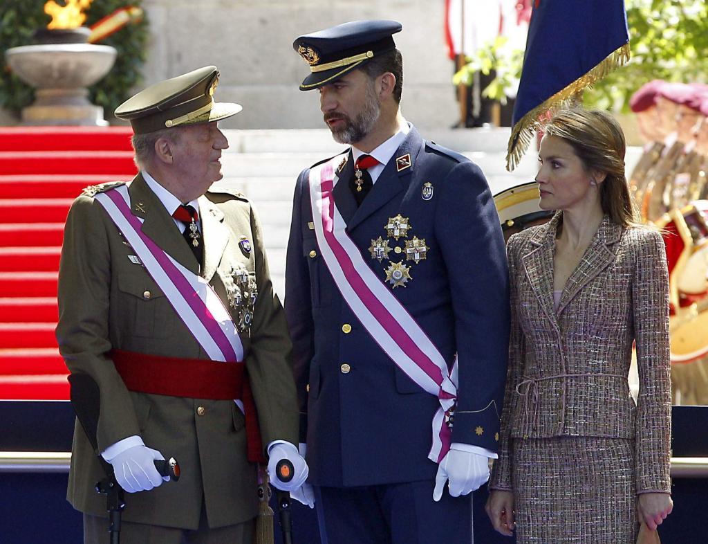 Vítores y aplausos a los Príncipes y a los Reyes en el Día de las Fuerzas Armadas