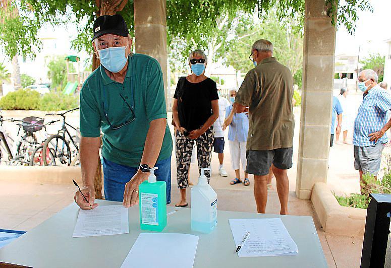 Los vecinos de la Colònia de Sant Pere protestan contra el cierre de su Unidad Básica de salud