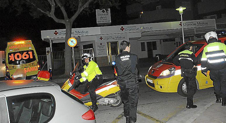 Un turista, muy grave al caer de un séptimo piso en Magaluf cuando pasaba de un balcón a otro