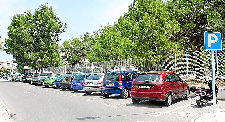 La prohibición de aparcar en la Estación Marítima de Alcúdia congestiona el Port