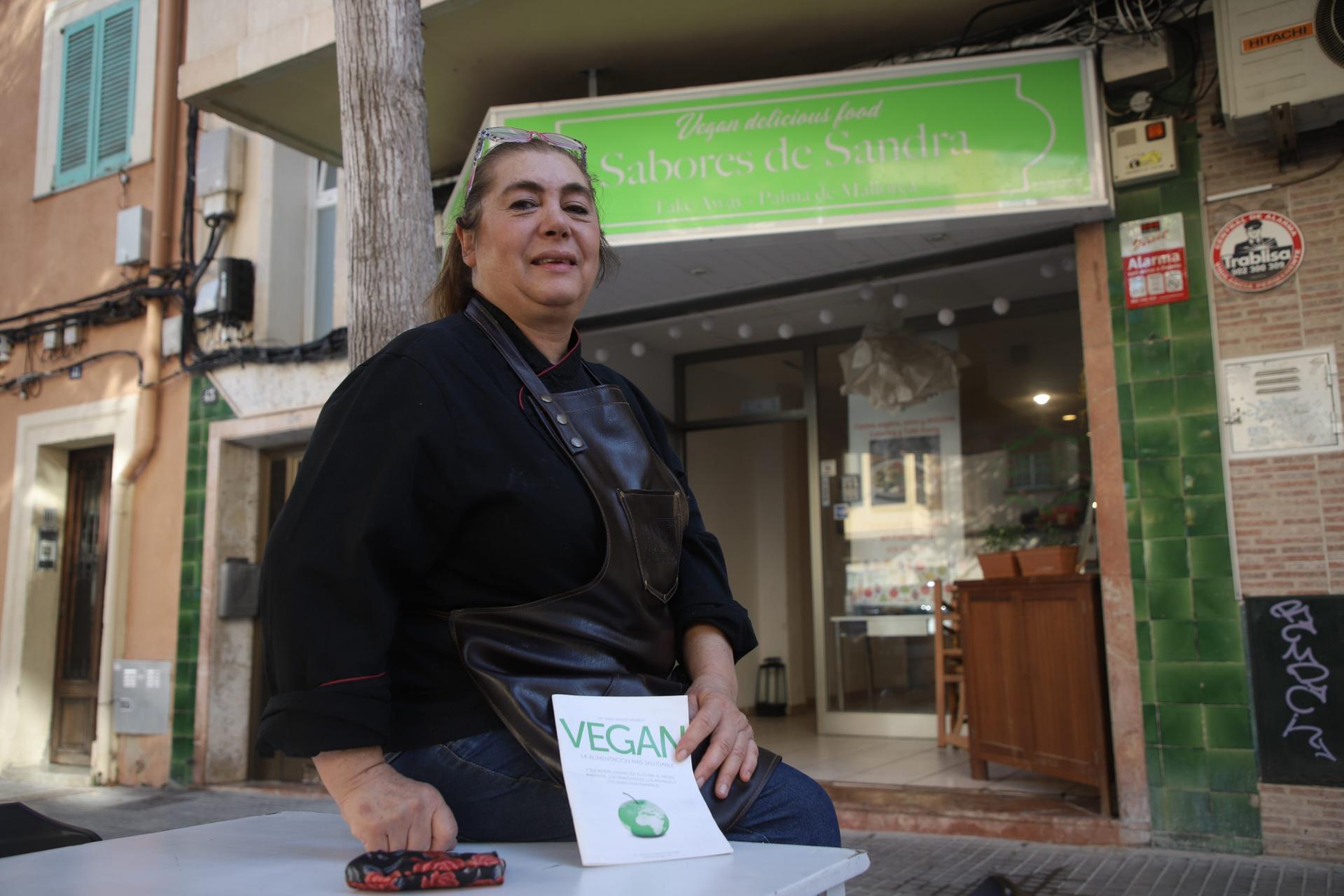 PALMA - Sandra Gallego en su restaurante Sabores de Sandra. FOTO: BOTA