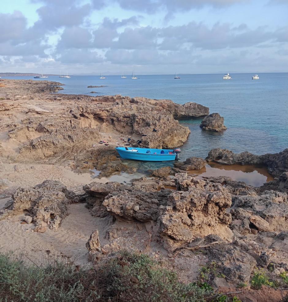 Multitudinaria llegada de pateras a las costas de Formentera y Mallorca este domingo