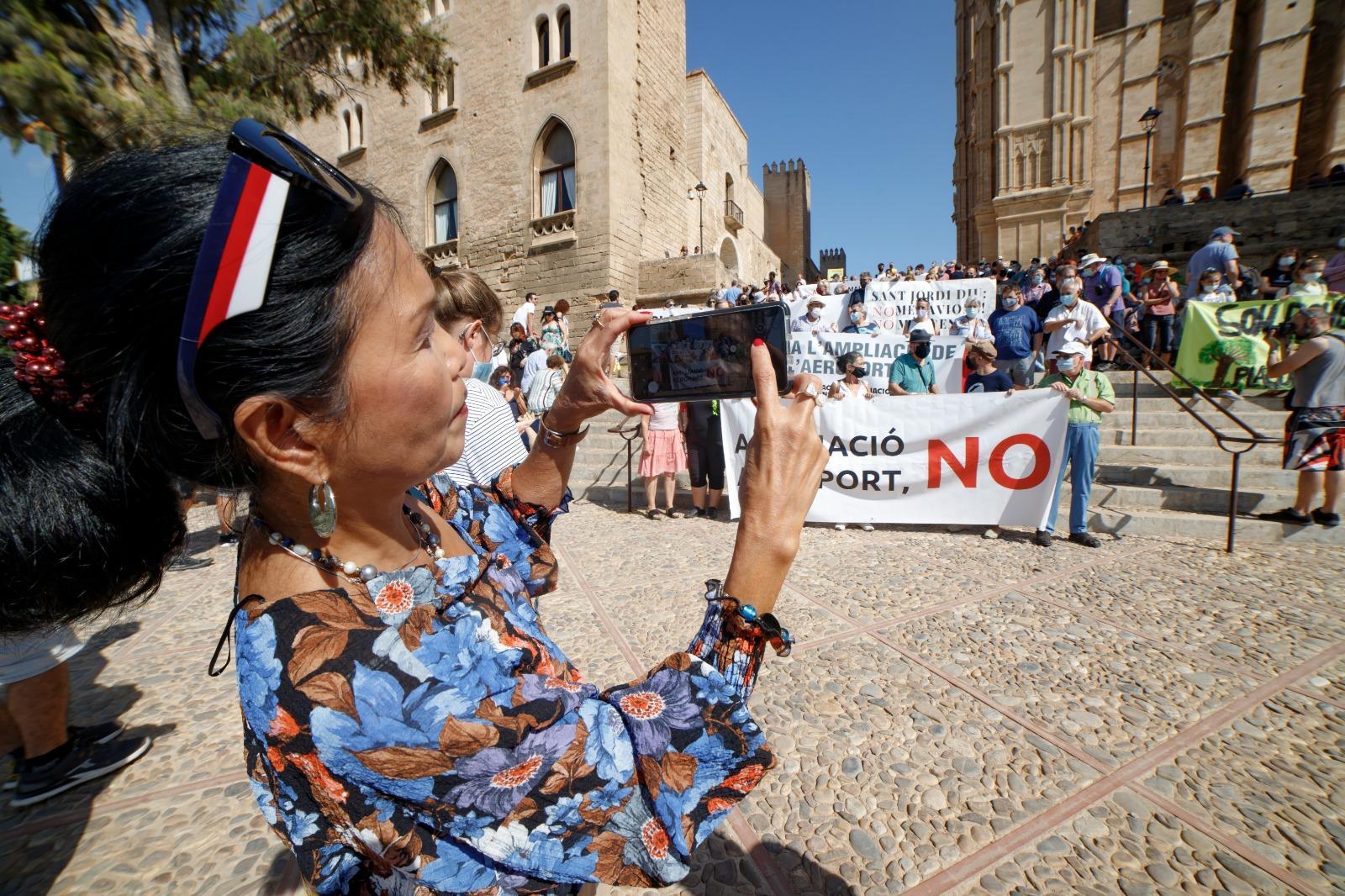 Unas 400 personas apelan «al poder» de la ciudadanía para «parar» la ampliación de Son Sant Joan