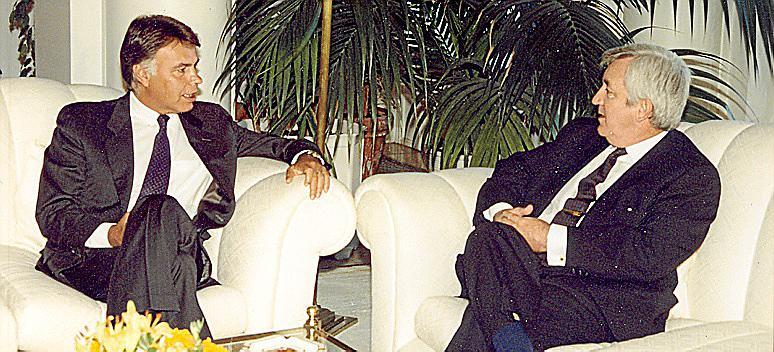 AUDIENCIA DEL PRESIDENTE DEL GOBIERNO FELIPE GONZALEZ A GABRIEL CAÑELLAS, PRESIDENTE DEL GOVERN