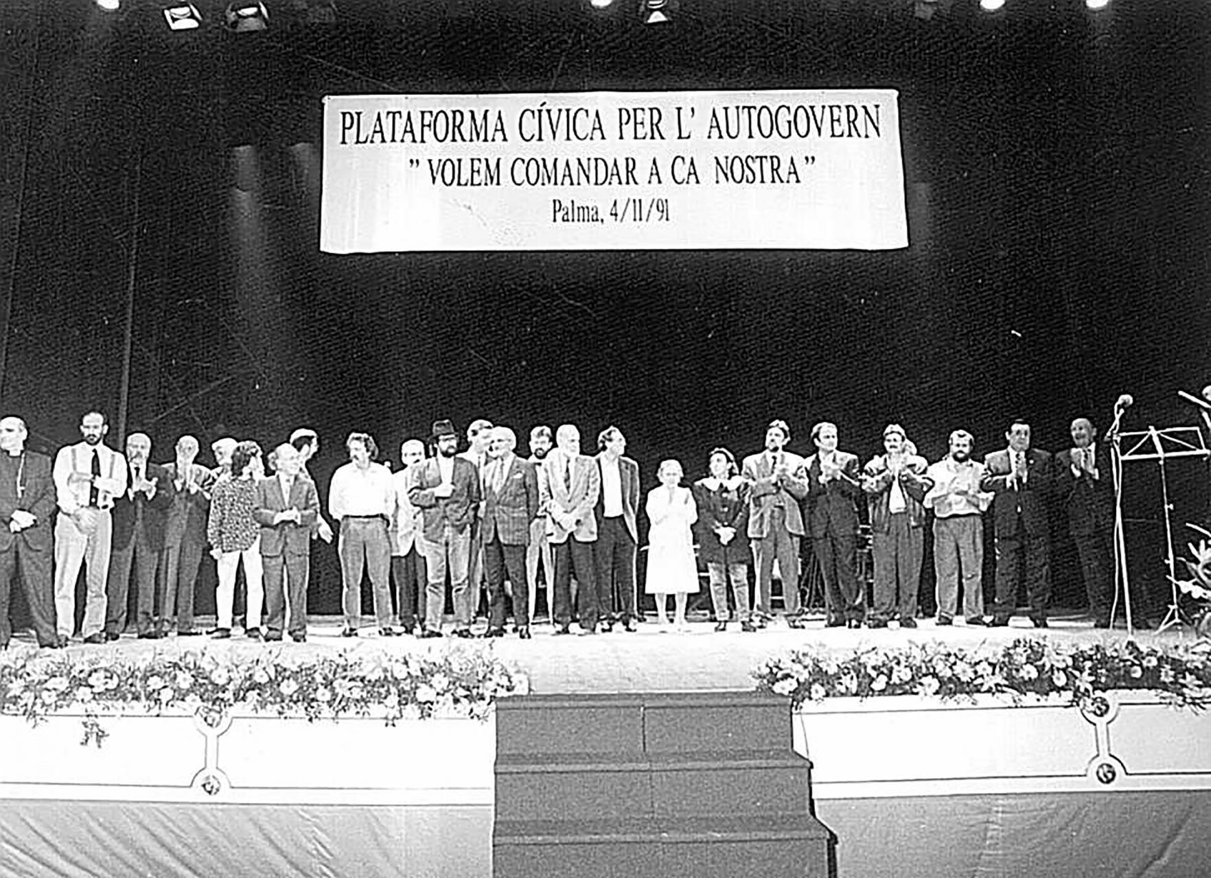 Un acto en el Teatro Principal el 1991 Plataforma Civica Per L'Autogovern