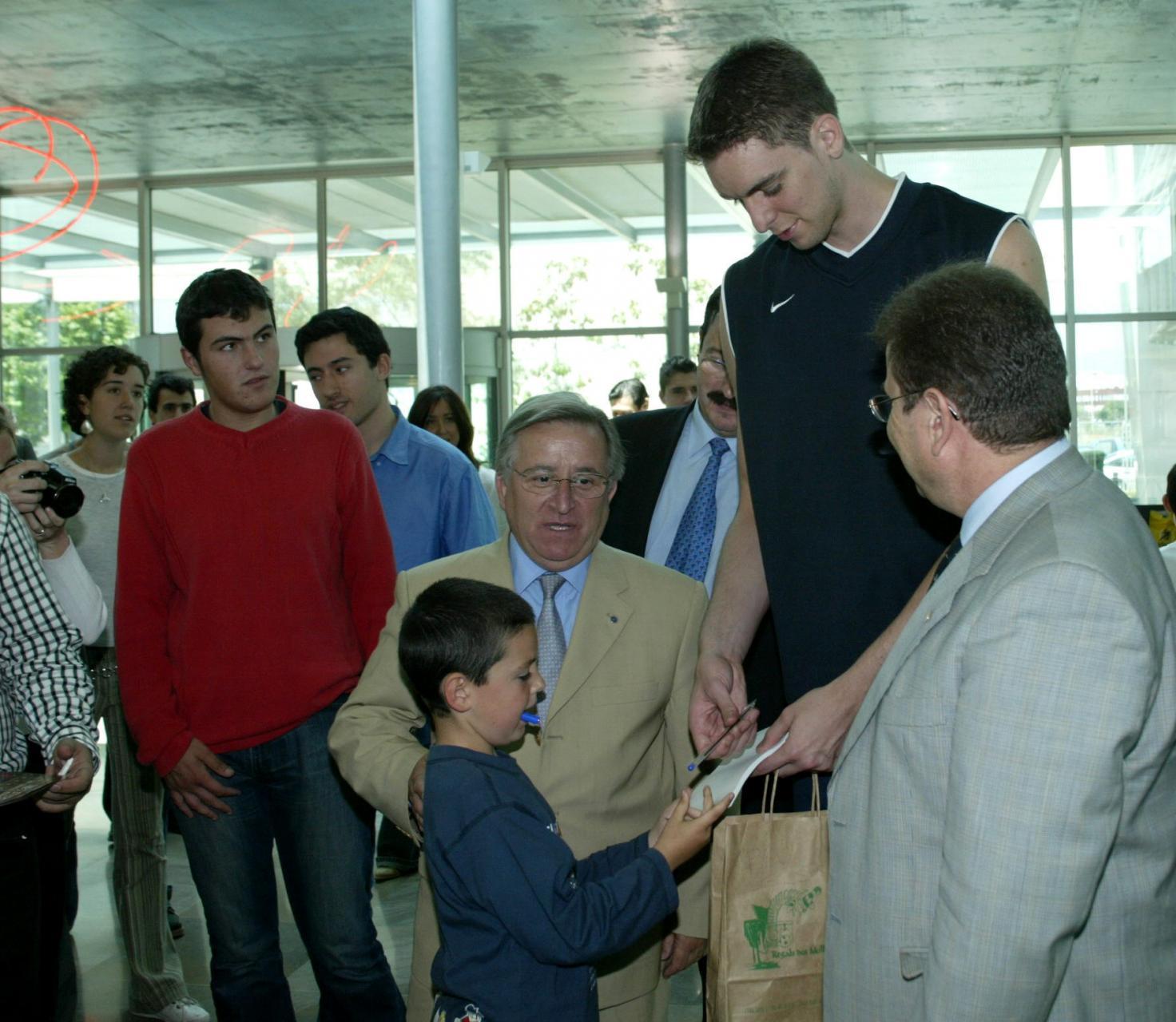 EL JUGADOR ESPAÑOL DE LA NBA PAU GASOL PARTICIPO EN LOS ACTOS DE LA FIRA DE L'ESPORT