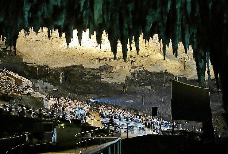 Homenaje a Berlanga en las cuevas del Drach