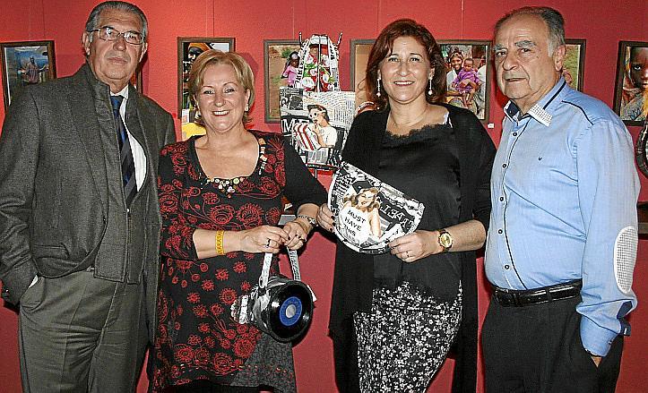 Margarita Riutort presenta accesorios de vinilo