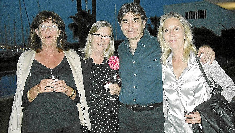 Paco León con la embajada sueca en el festival Maremostra