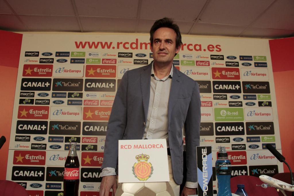 El Real Mallorca echa a Valeri Karpin y recupera a Miquel Soler