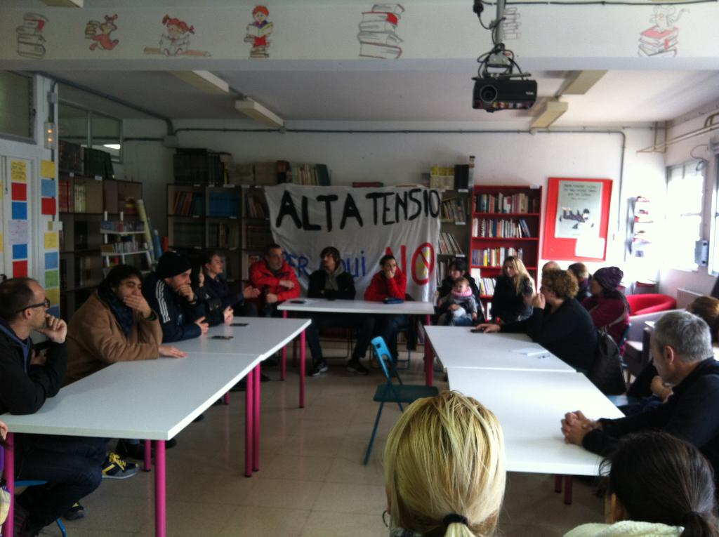 Padres y madres de alumnos de Alcúdia, contra el nuevo cable de alta tensión