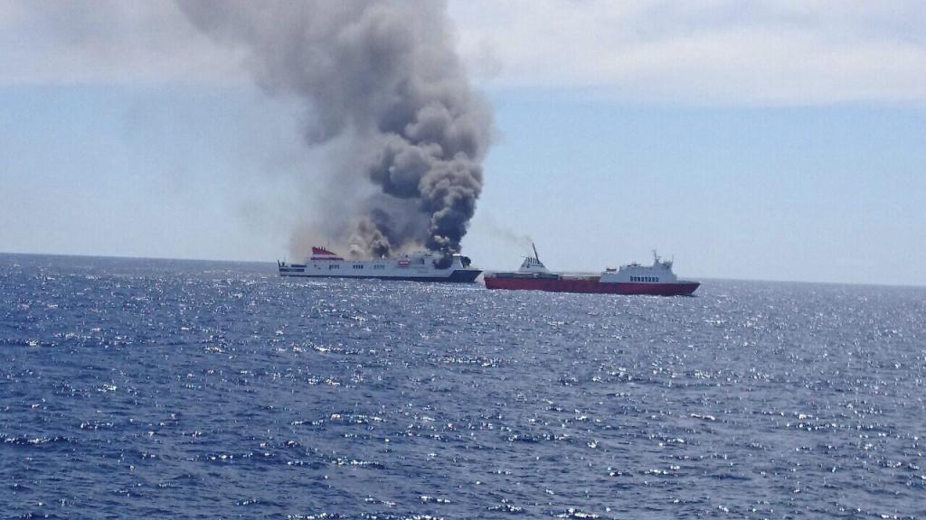 Evacuado en alta mar por un incendio un ferry que iba de Palma a Valencia