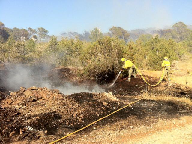 VÍDEO: Perimetrado un incendio forestal de nivel 1 en Cala Vedella