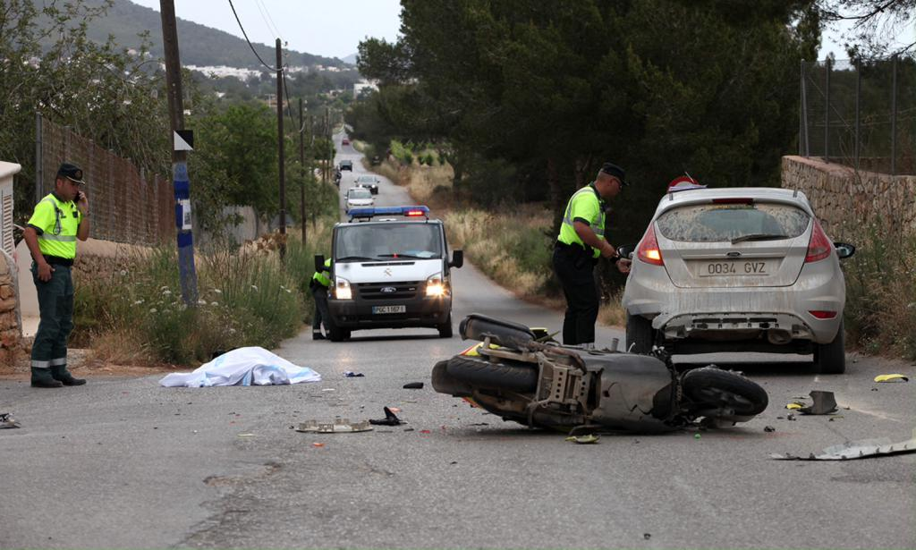 VÍDEO: Un hombre fallece en la colisión de un coche y una moto en Santa Eulària