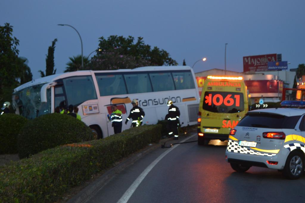 Herido un conductor de  autocar en un accidente en la carretera de Palma a Manacor