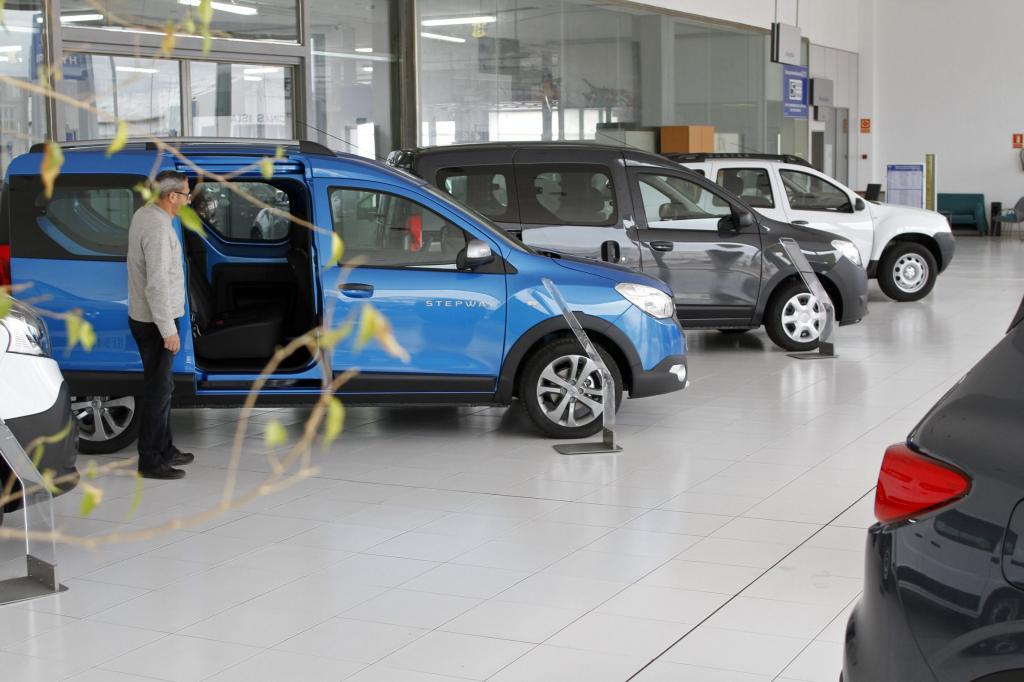 La compraventa de coches empieza 2016 al alza