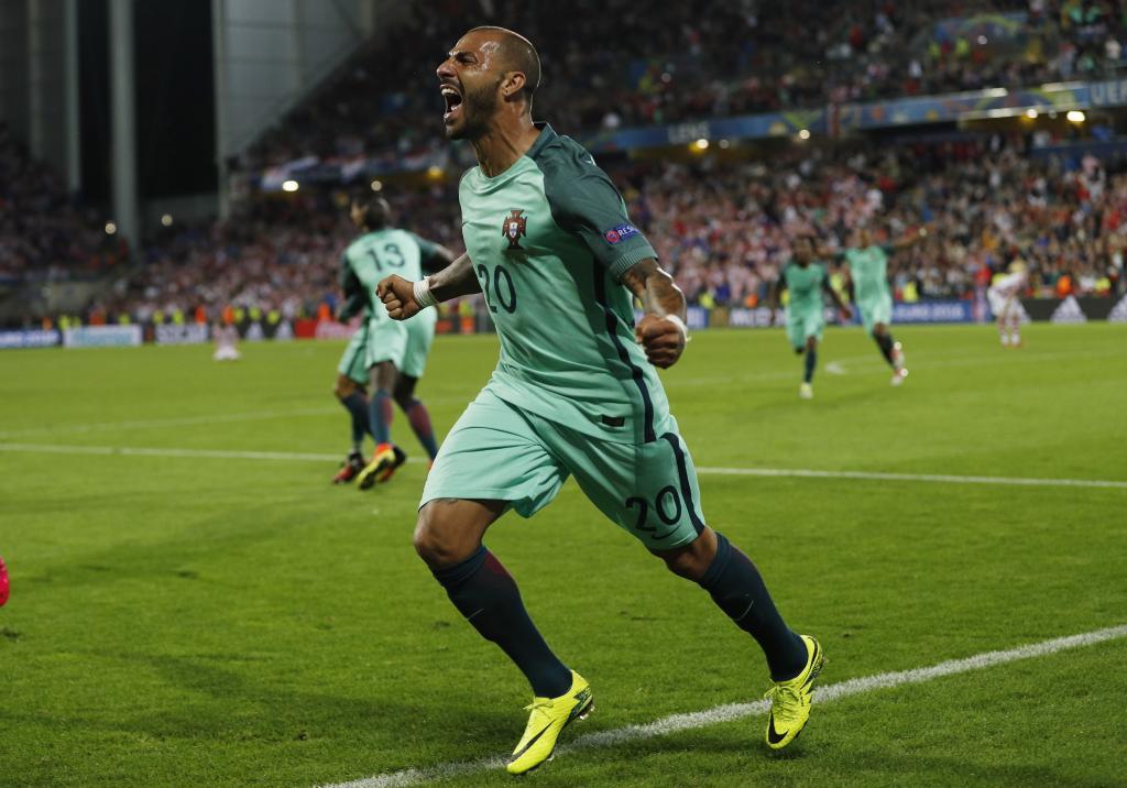 Quaresma celebra el gol que le da el pase a cuartos a Portugal. c20a7f40146c9