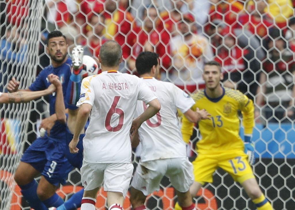 Italia da el 'sorpasso' en Saint Denis y envía a la campeona a casa