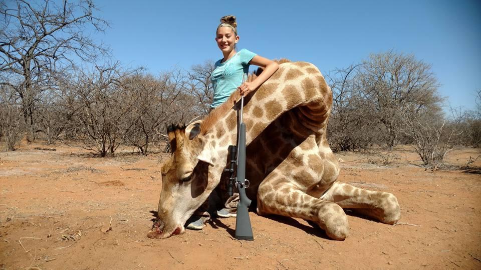 Una niña, en el ojo del huracán de las redes por jactarse de matar animales salvajes en África