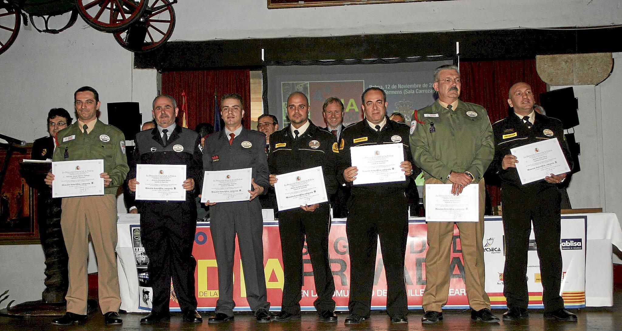 Los vigilantes de seguridad celebran su diada con la entrega de 53 distinciones