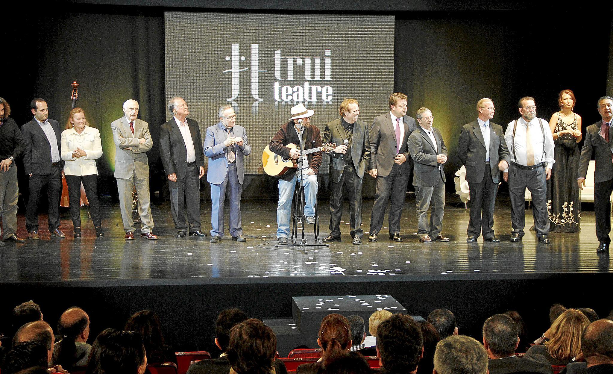 Trui Teatre se estrena con una fiesta multitudinaria llena de nostalgia