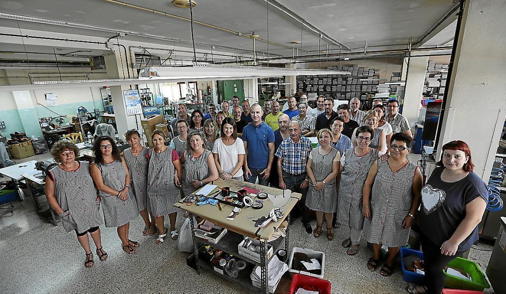 La Calzado A El Fábrica Cierre De Comunica Sus George's Trabajadores uwXZTPkiOl