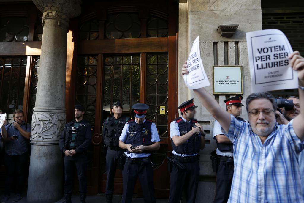 Varios detenidos en una operación de la Guardia Civil en diferentes sedes de la Generalitat