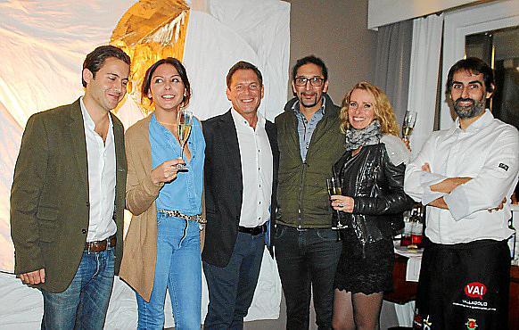 Cena y arte en casa del artista Christian Karis