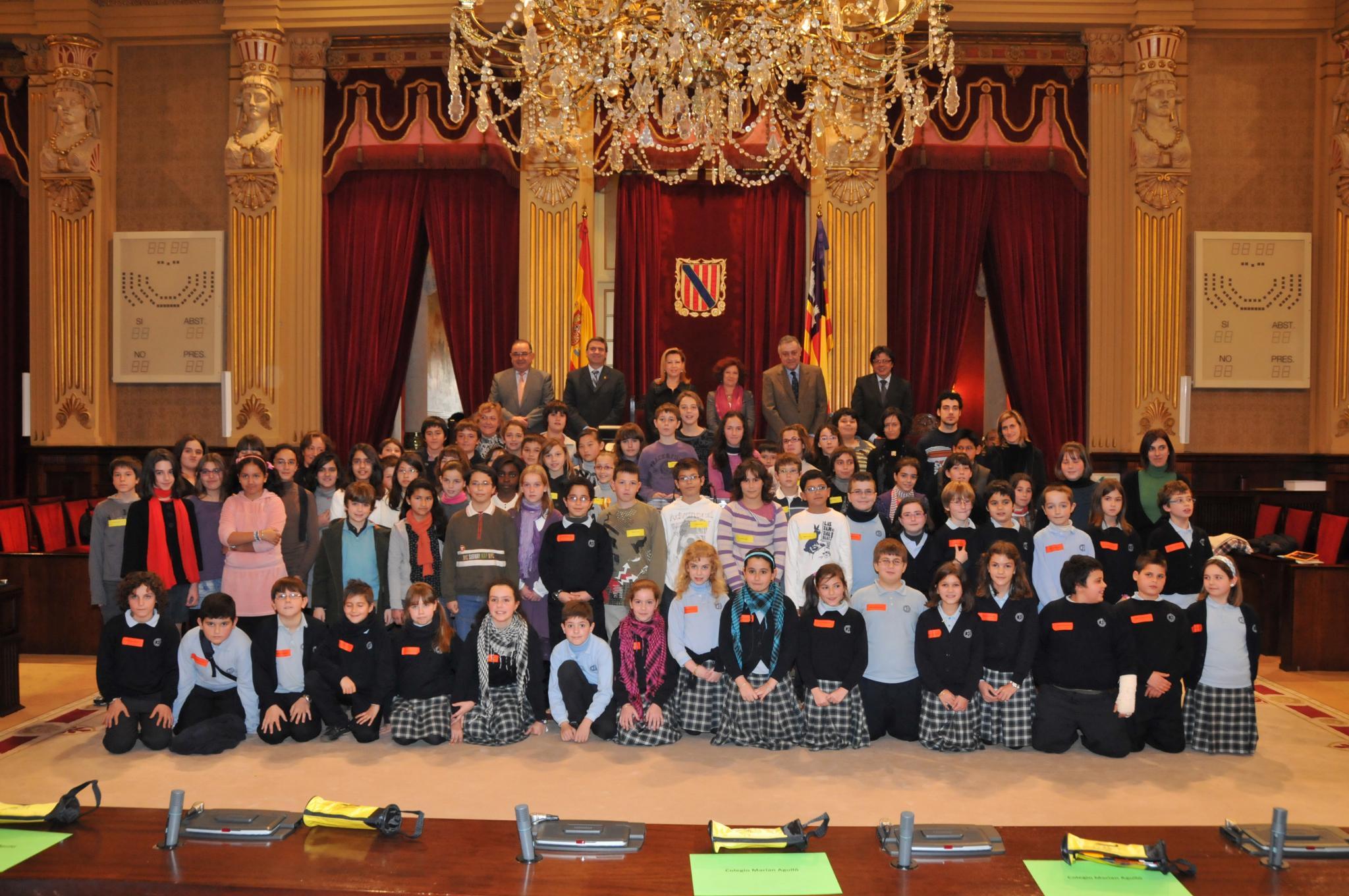 Escolares en el Parlament