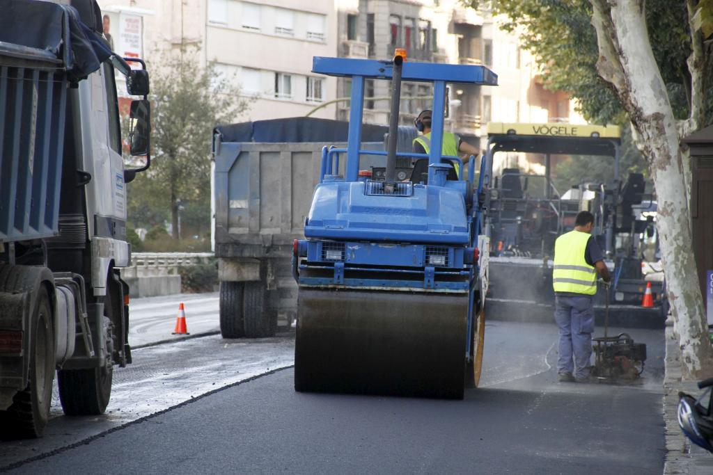 Comienzan las obras de asfaltado del antiguo  carril bici de Avenidas para el paso de vehículos