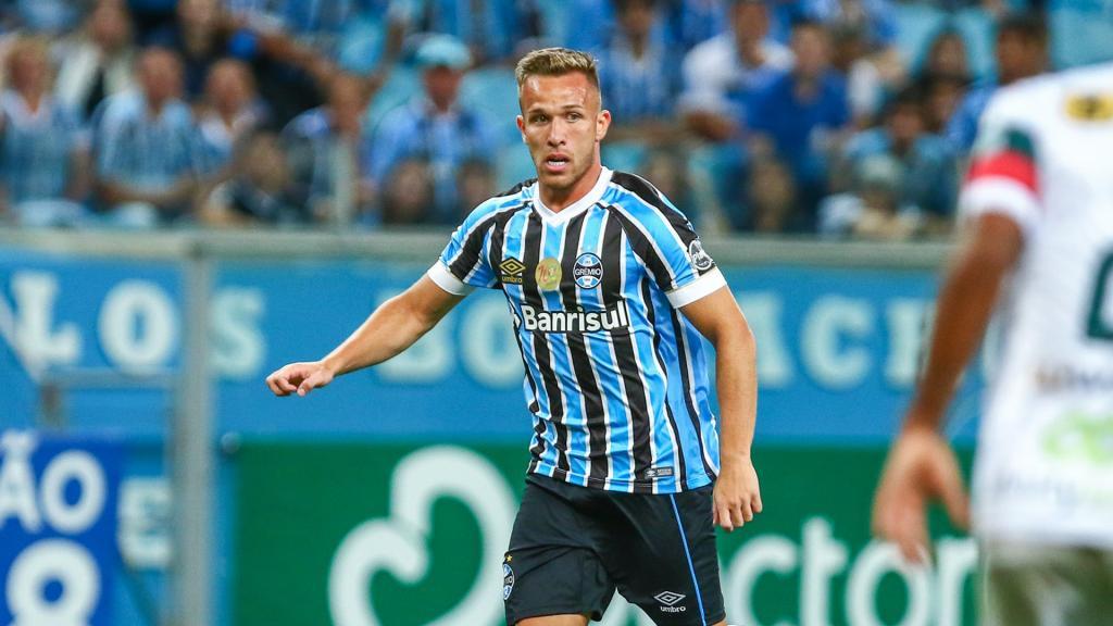El Barcelona anuncia el fichaje del brasileño Arthur 64ccb3b103432