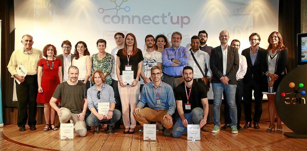 Foto de familia de organizadores, patrocinadores, entidades colaboradoras y ganadores tras recibir sus premios, en la sede de CaixaFòrum en Palma .