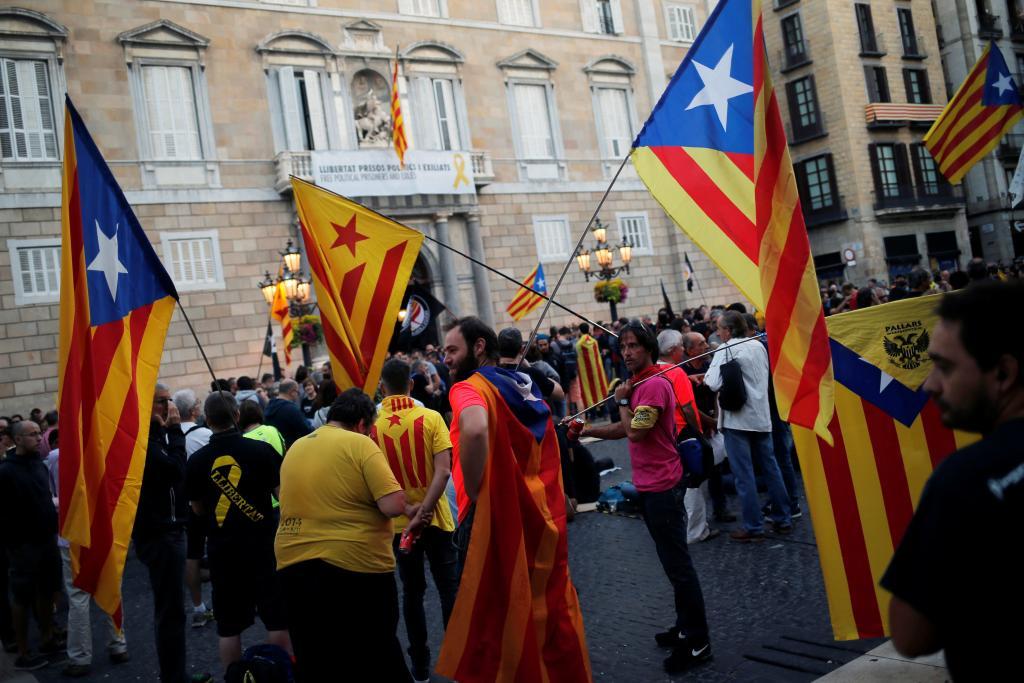 Tensión en Barcelona por las marchas opuestas de independentistas y policías