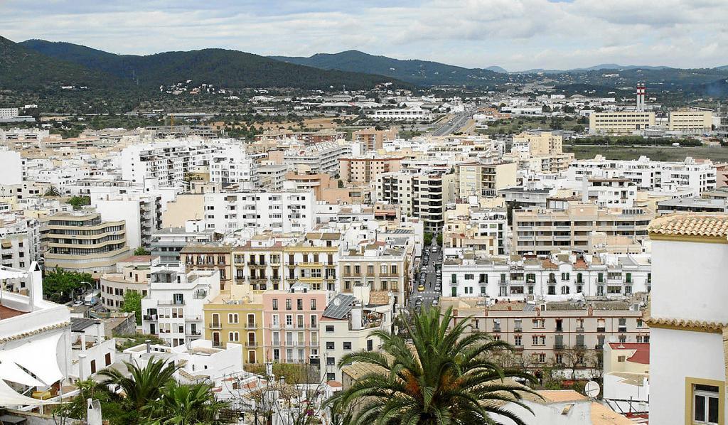 Eivissa Planta Cara Al Alquiler De Pisos A Turistas