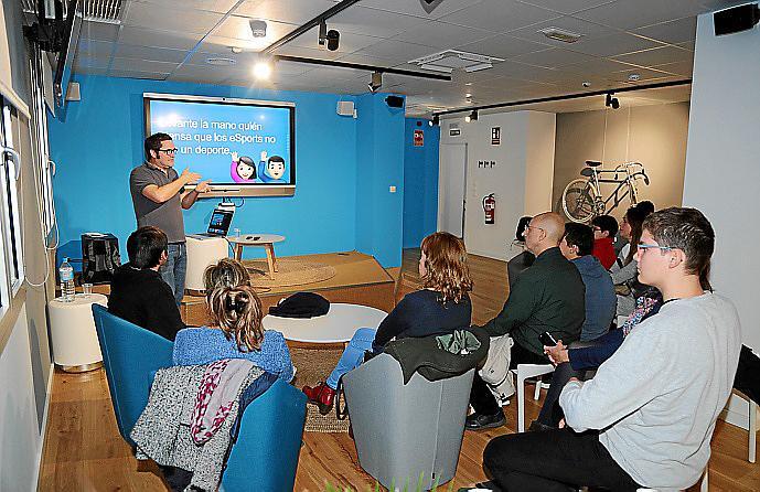 Palma local uh movistar store sessio per coneixer esports fotos: pila