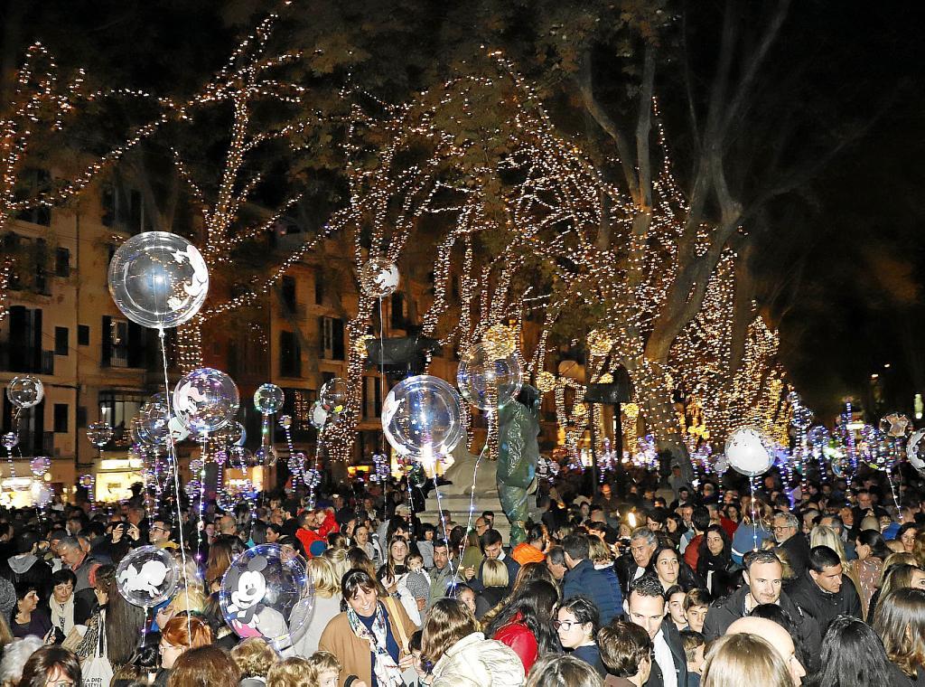 ae9ea5c3c30 Luces de Navidad en Palma  ¿Te gusta la decoración navideña de las ...